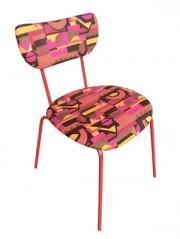 Cadeira Deja Vu repaginada com estampa geométrica super vibrante
