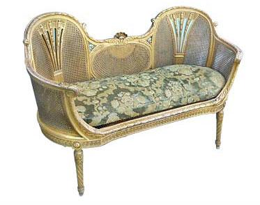 Sofá antigo de palhinha com tecido em jackard, peça histórica