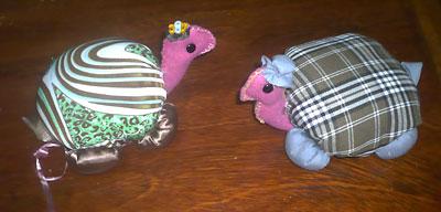 Tartarugas de tecido ficam perfeitas como pesos de porta
