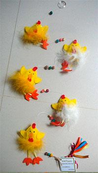 PIntinhos de feltro com recheio no móbile decorativo