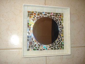 Espelho com mosaico de reciclagem de Cds