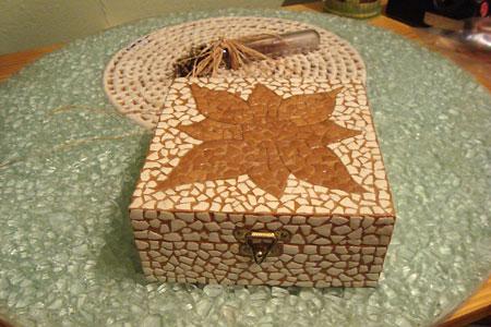 Reciclagem de cascas de ovos, transformados em mosaico