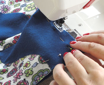 Costure as partes com costura reta
