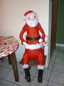 Papai Noel tamanho grande feito com papel maché