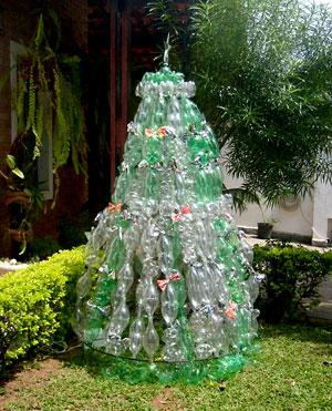 Árvore de natal para o jardim toda feita em garrafa pet