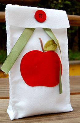 Embalagem de presente feita com feltro