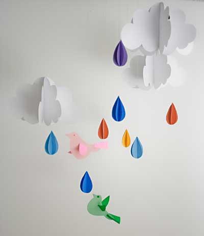 Móbile chuva de cores para enfeitar um quarto infantil