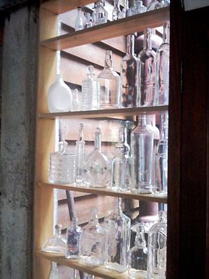 Garrafas transparentes são objetos de coleção