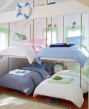 Camas suspensas para um quarto de muitas crianças
