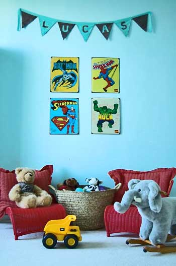 Quarto de menino com posters de super heróis