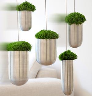 Vasos metalizados suspensos trazem a sensação 3D para a decoração