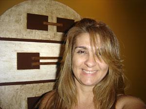 Cristine Leite, jovem artista plástica que cria projetos com mandalas