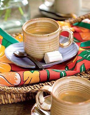 Guardanapos costurados com chitas, alegram a mesa junina