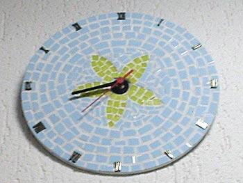 Mosaico feito sobre disco de vinil, em reciclagem
