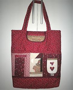 Bolsa feita com técnicas de patchwork