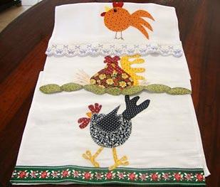 Barradinhos e patch apliqués nas toalhas de copa