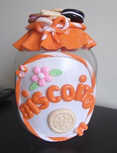 Potinhos de conserva decorados com biscuit