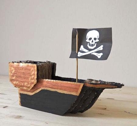 Navio de pirata, brinquedos feito com sobras de caixa de papelão