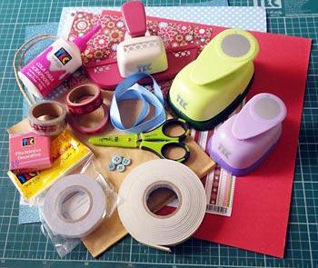 Separe os materiais para decorar a sacolinha