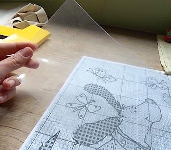 Use uma folha de acetato para copiar o molde