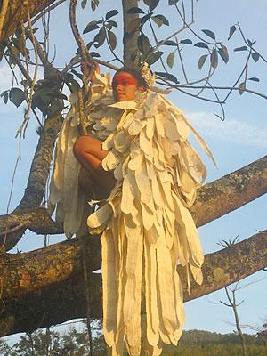 Capa de papel de Curauá, por Gabriela Mendonça