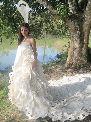 Vestido de noiva feito com fibras de curauá, por Gabriela Mendonça