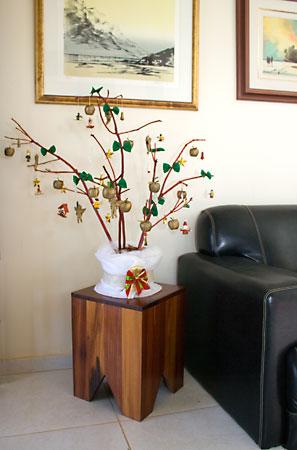 Árvore de natal feita de galhos secos
