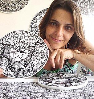 Lu Paternostro, artista plástica que trabalha grafismos como forma de expressão