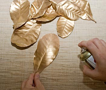 Pinte as folhas de dourado