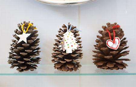 Trio de pinhas com tags para decorar o lavabo
