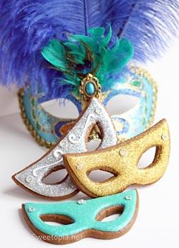 Biscoitos com formas de máscaras de carnaval