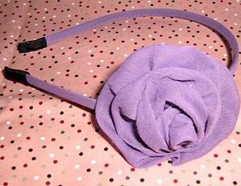 Tiara com flor de tecido