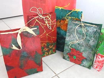 Embalagens de produtos recicladas em caixas de presente