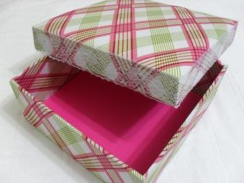 Caixa de presente forrada em tecido