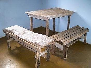 Jogo de mesa e bancos de sobras de madeira