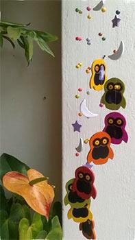 Móbile de cerâmica com tema corujas