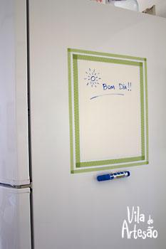 Cole a caneta perto do quadro