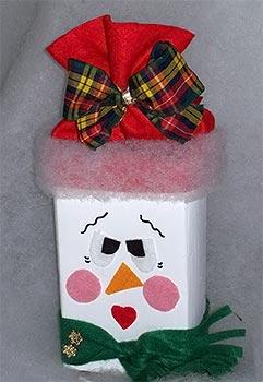 Boneco de neve feito com reciclagem de tetrapack