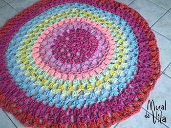 Tapete colorido em crochê