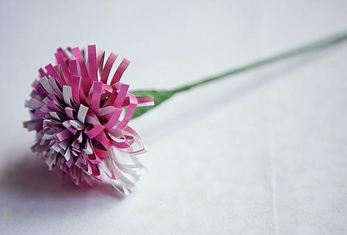Flores de papel com revista reciclada