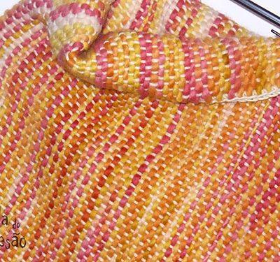Manta tecida com ponto tafetá em várias cores