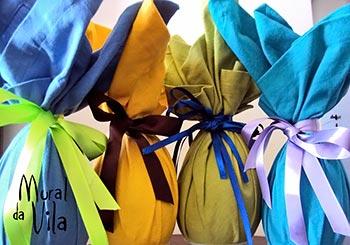 Ovos embalados com retalhos de tecido