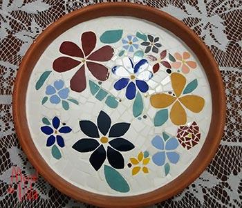 Fruteira com mosaico de cerâmica