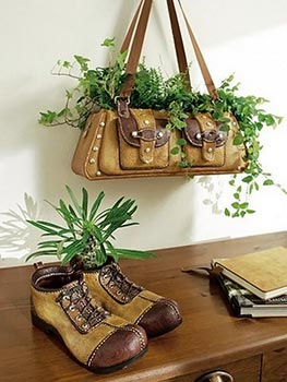 Bolsa antiga usada como vaso
