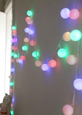 Luzes decorativas com bolas de ping-pong