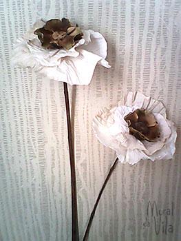 Flores feitas de filtro de café