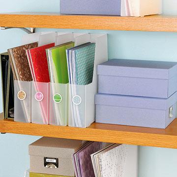 Organize papéis em porta revistas