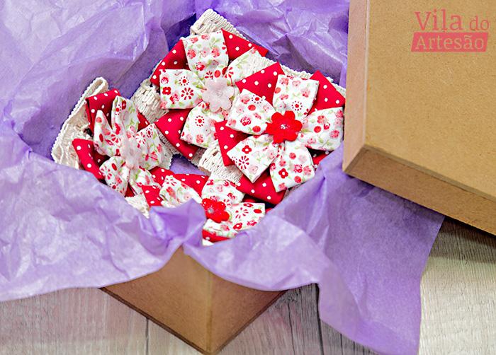 Kit de porta-guardanapo com flor de fuxico reta