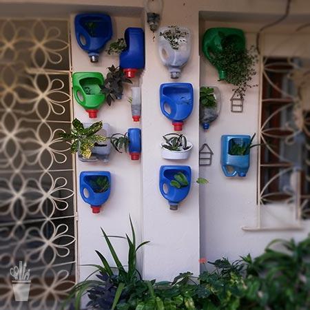 Embalagens de produtos se tornam vasos de parede