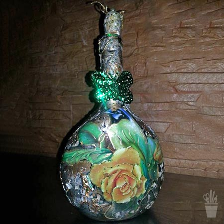 Decupagem e glitter na garrafa